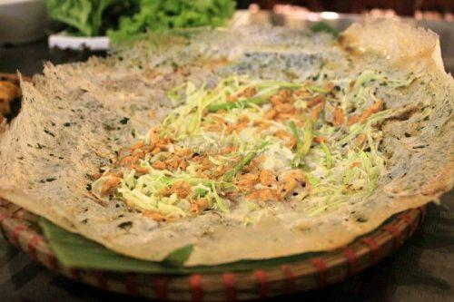 Bánh tép chảo gang đậm đà hương vị xứ Thanh