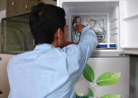 Đội ngũ kỹ thuật viên nhiều năm kinh nghiệp trong việc sửa chữa tủ lạnh