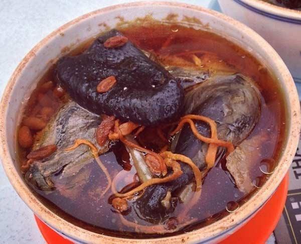 Đông trùng hạ thảo hầm gà ác táo tàu - món ăn giàu dinh dưỡng