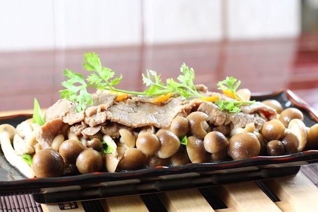 Thịt bò xào nấm linh chi bổ dưỡng và thơm ngon