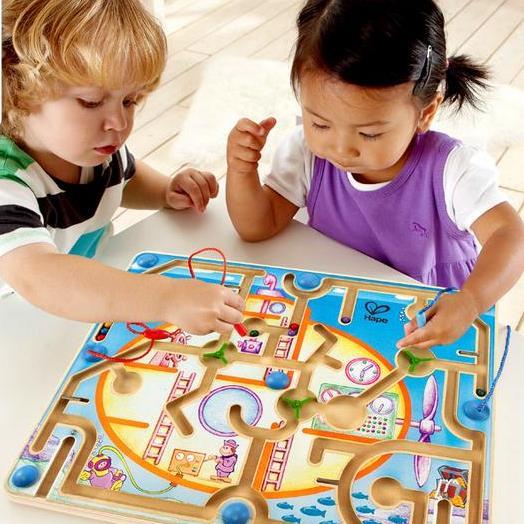 Chơi đùa cùng đồ chơi giáo dục dẽ giúp bé hình thành được kĩ năng giải quyết vấn đề