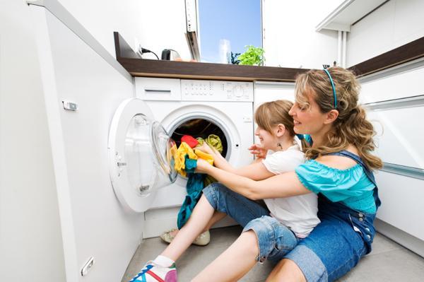 Khắc phục tình trạng bị tê tay khi lấy quần áo ra khỏi máy giặt