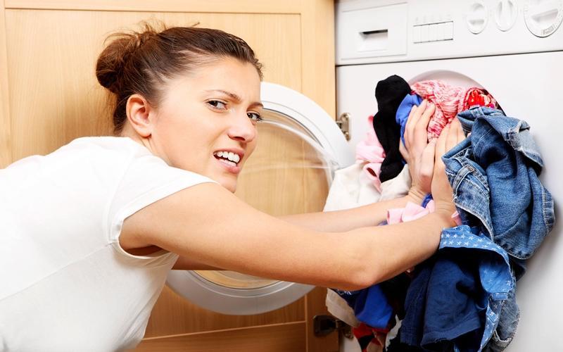 Tránh cho quá nhiều quần áo mỗi lần sử dụng máy giặt