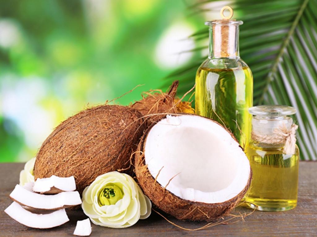 Dầu dừa giúp dưỡng mi và tóc hiệu quả