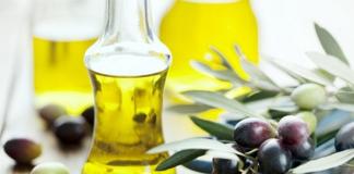 Hướng dẫn rửa mặt bằng dầu oliu và sữa rửa mặt