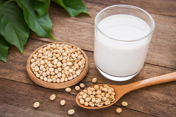 Có thai bé trai có nên uống sữa đậu nành