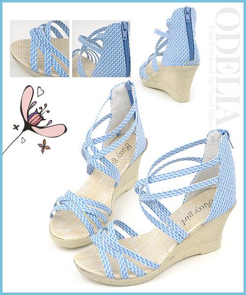 Những người sở hữu đôi chân vòng kiềng nên chọn các loại sandal đế xuồng, đế thô