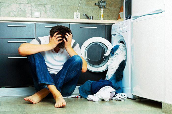 Elextrolux máy giặt vắt kêu to do đâu