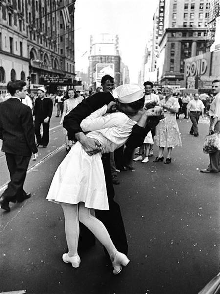 """Ngàn lẻ một cách hôn từ lần đầu gặp gỡ tới khi """"lên giường"""""""