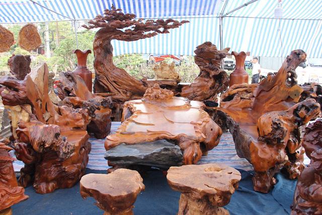 Bàn ghế gỗ trai vàng nguyên khối cực chất