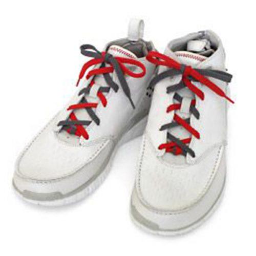 Buộc dây giày 2 màu đan xen